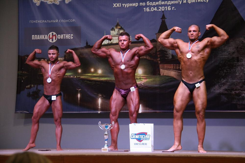 Юниоры - классический бодибилдинг: 1 место - Лихачев Максим(33), 2 место - Чиферов Роман(11), 3 место Курков Валерий(32)